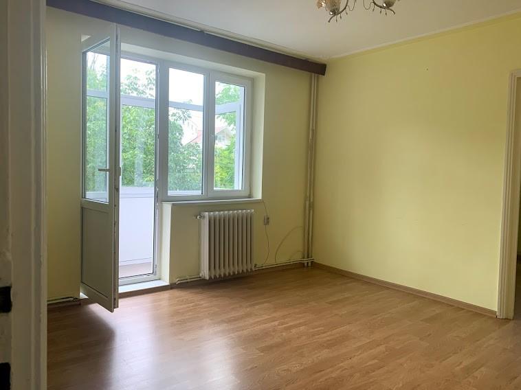 Copou, langa Parc, apartament 3 camere, etaj 2, liber
